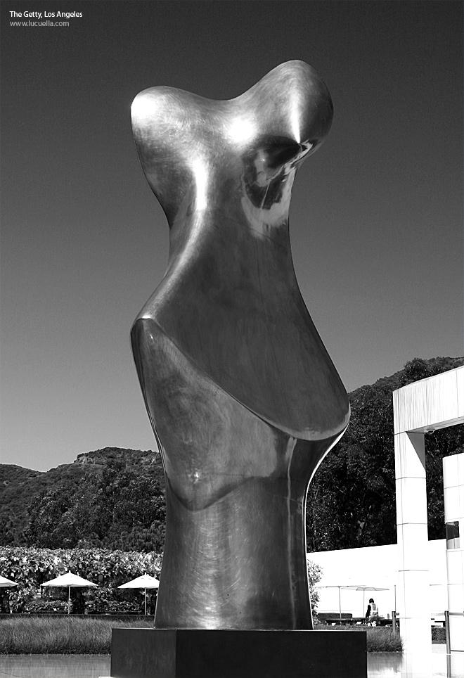 bronze form henry moore