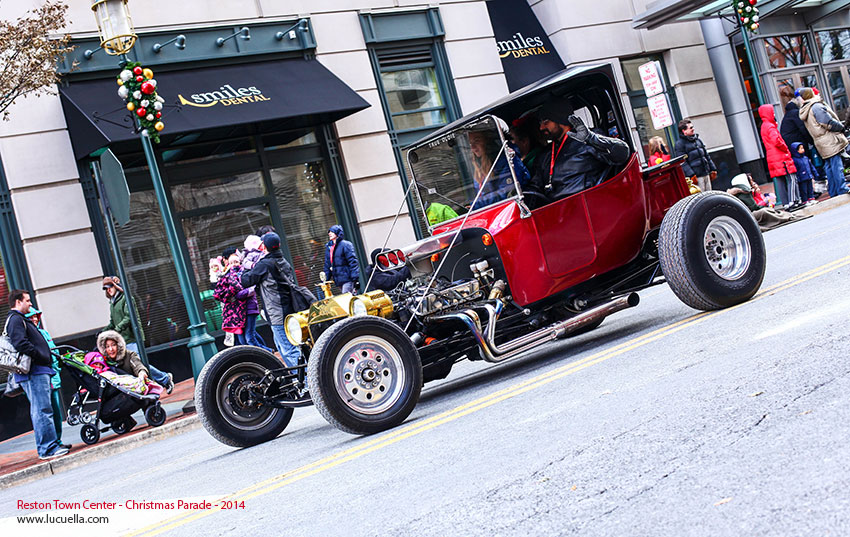 reston-town-center-christmas-parade-2014-antique-car